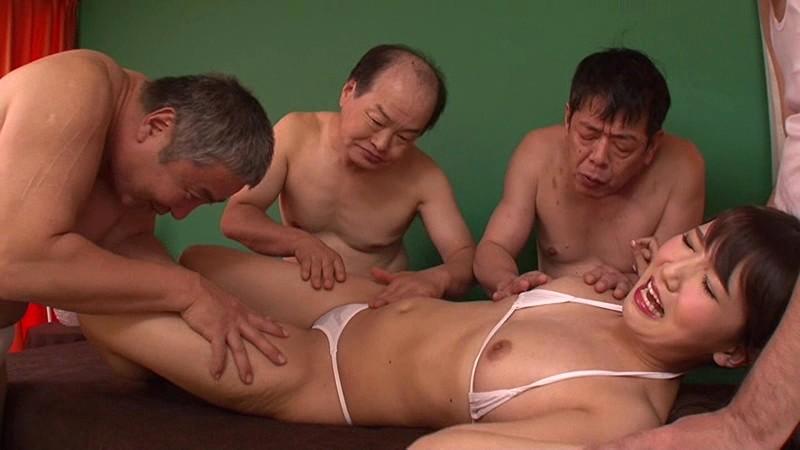 キモいおっさんに体を触られる友田彩也香
