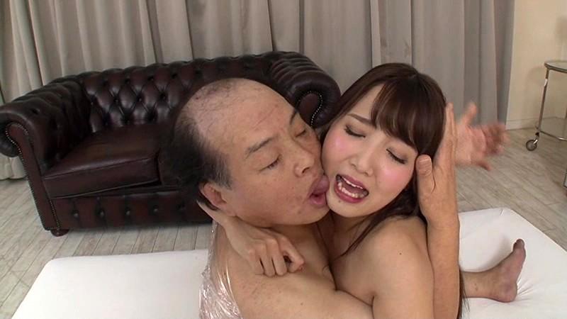 おっさんに抱かれる友田彩也香
