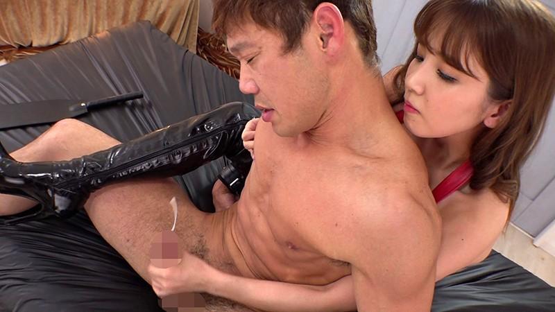 後ろから手コキで射精させる友田彩也香